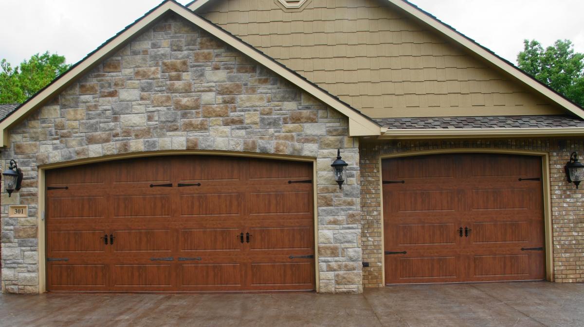 Residential garage doors cheney door co kansas garage for Clopay hurricane garage doors